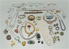 822: 44 pieces costume jewelry: