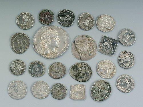 """620: 22 ancient silver coins """"Bactrian Tetra"""