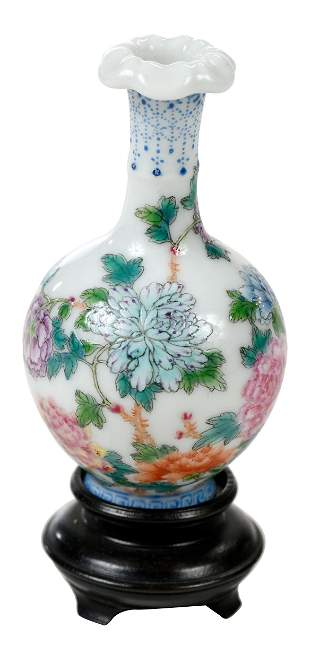 Small Chinese Republic Period Porcelain Bottle