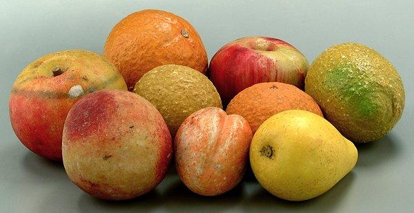 600: Nine pieces stone fruit:
