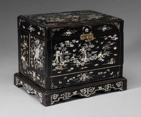 20: Decanter Set, Inlaid Case