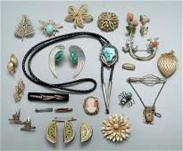 399: Costume, gold jewelry:
