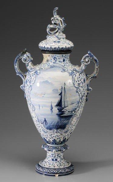 600: Royal Bonn Delft Urn