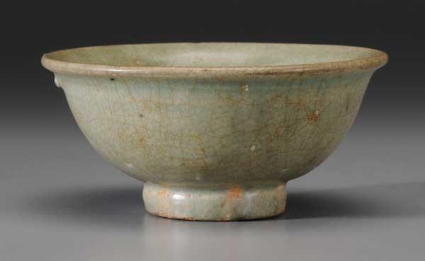 24: Celadon Crackle-Glaze Footed Bowl