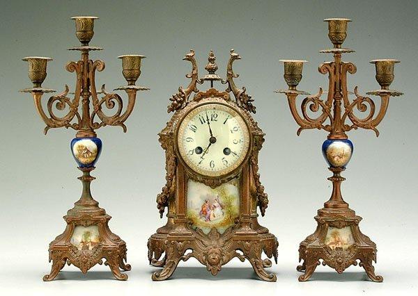 513: Three-piece garniture set,