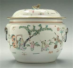 Chinese porcelain lidded jar,