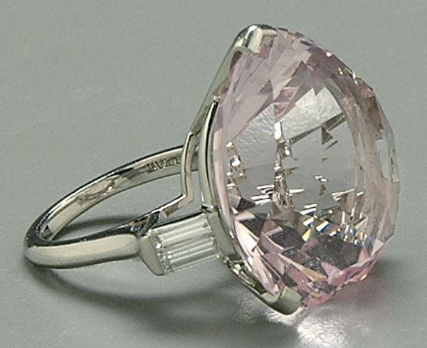 607: Platinum and kunzite ring,