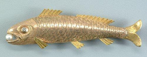 5: Gold fish brooch, small diamond eye, cultu