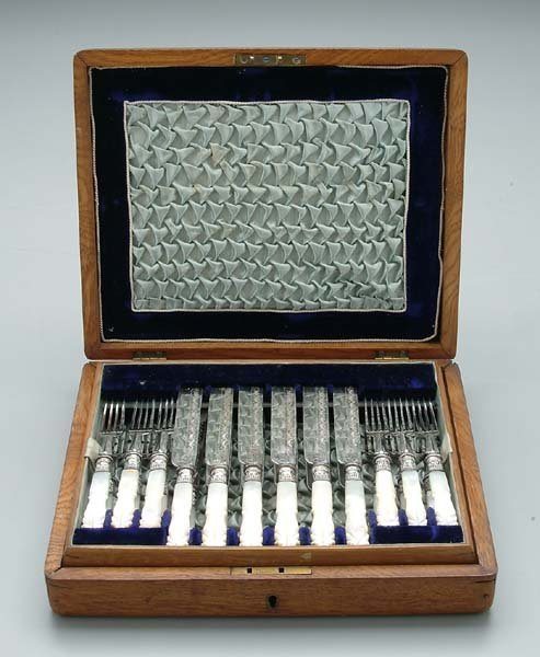 604: Cased silver-plated fruit set: