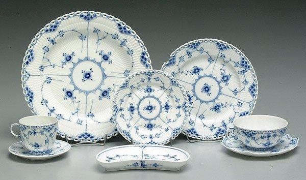 24: 80 pieces Royal Copenhagen china,