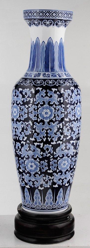 Large Porcelain Blue and White Vase on - 4