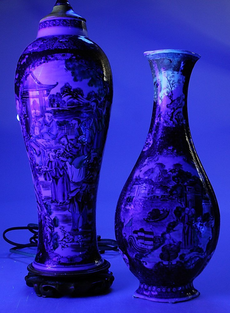 Two Chinese Export Porcelain Vases, - 5