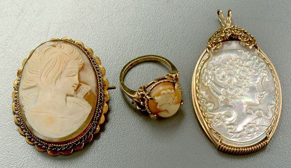 784: Three pieces carved cameo jewelry:
