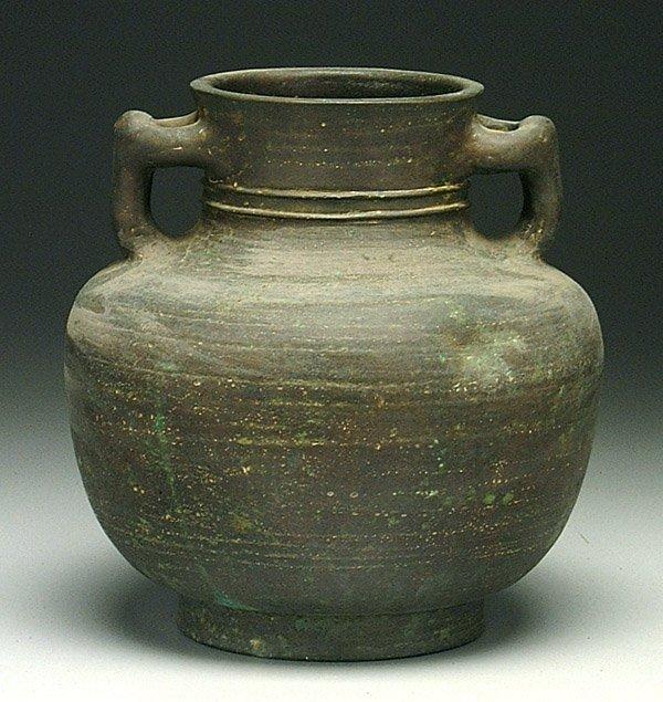 609: Bronze urn,