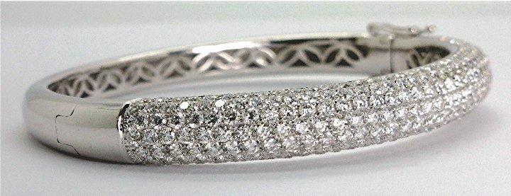 7.50ct Stunning Pave Diamond 18K White Gold Bangle