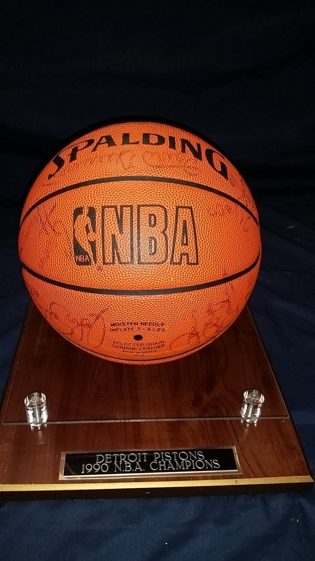 NBA Championship Detroit Pistons Signed  By Team