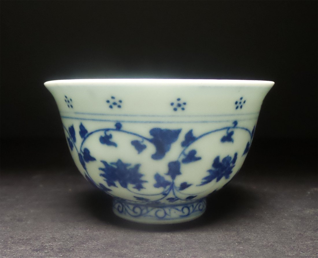 IN THE QING DYNASTY BLUE AND WHITE SMALL BOWL