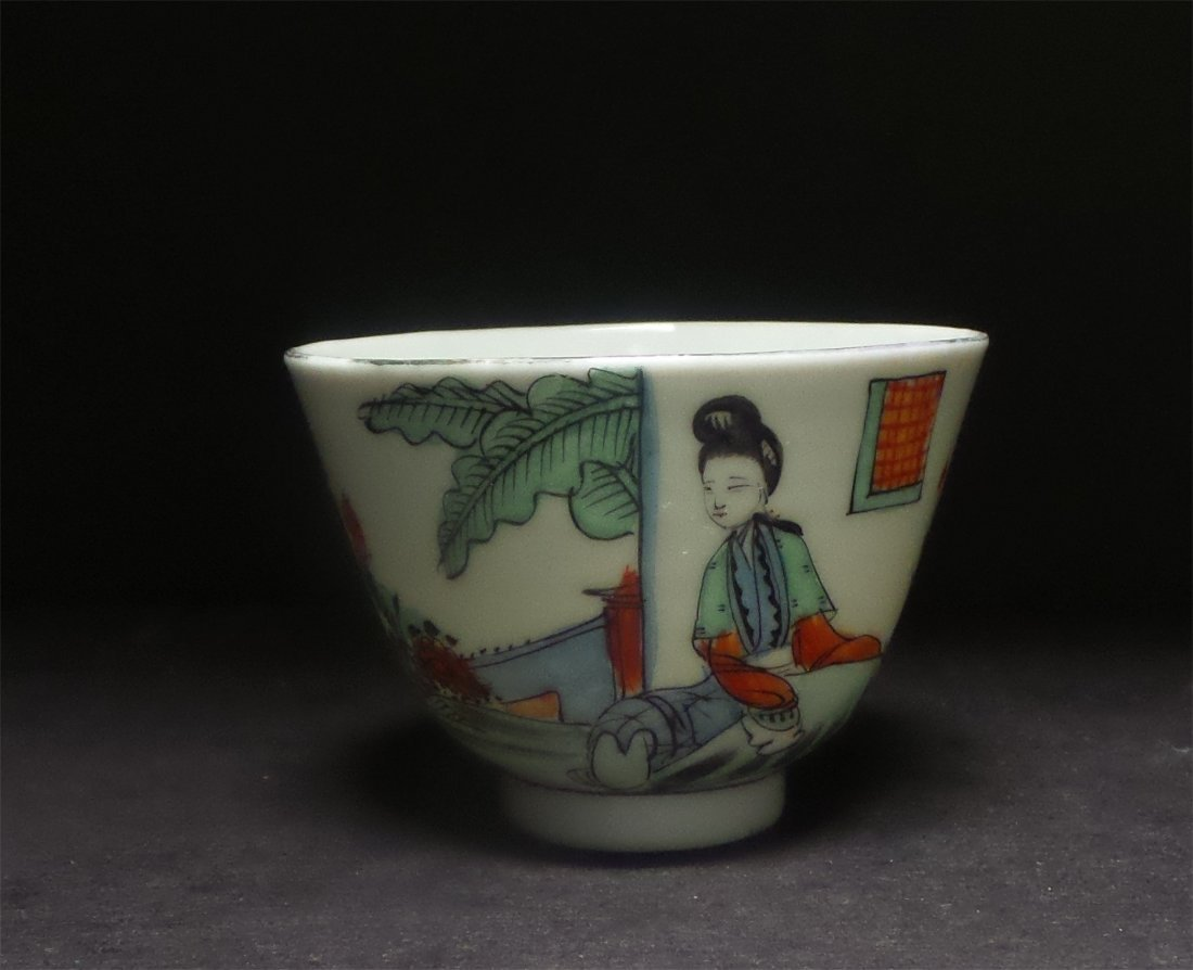 A ANTIQUE FAMILLE-ROSE SMALL CUP
