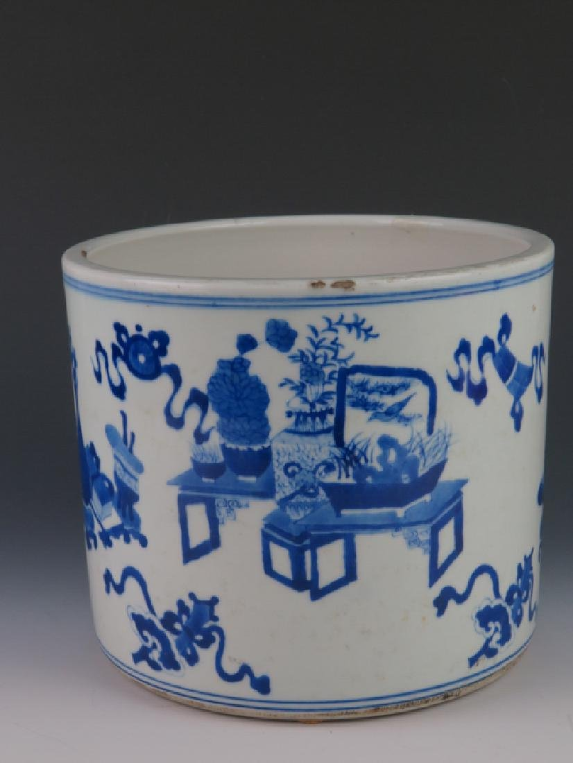 A blue and white brushpot - 2
