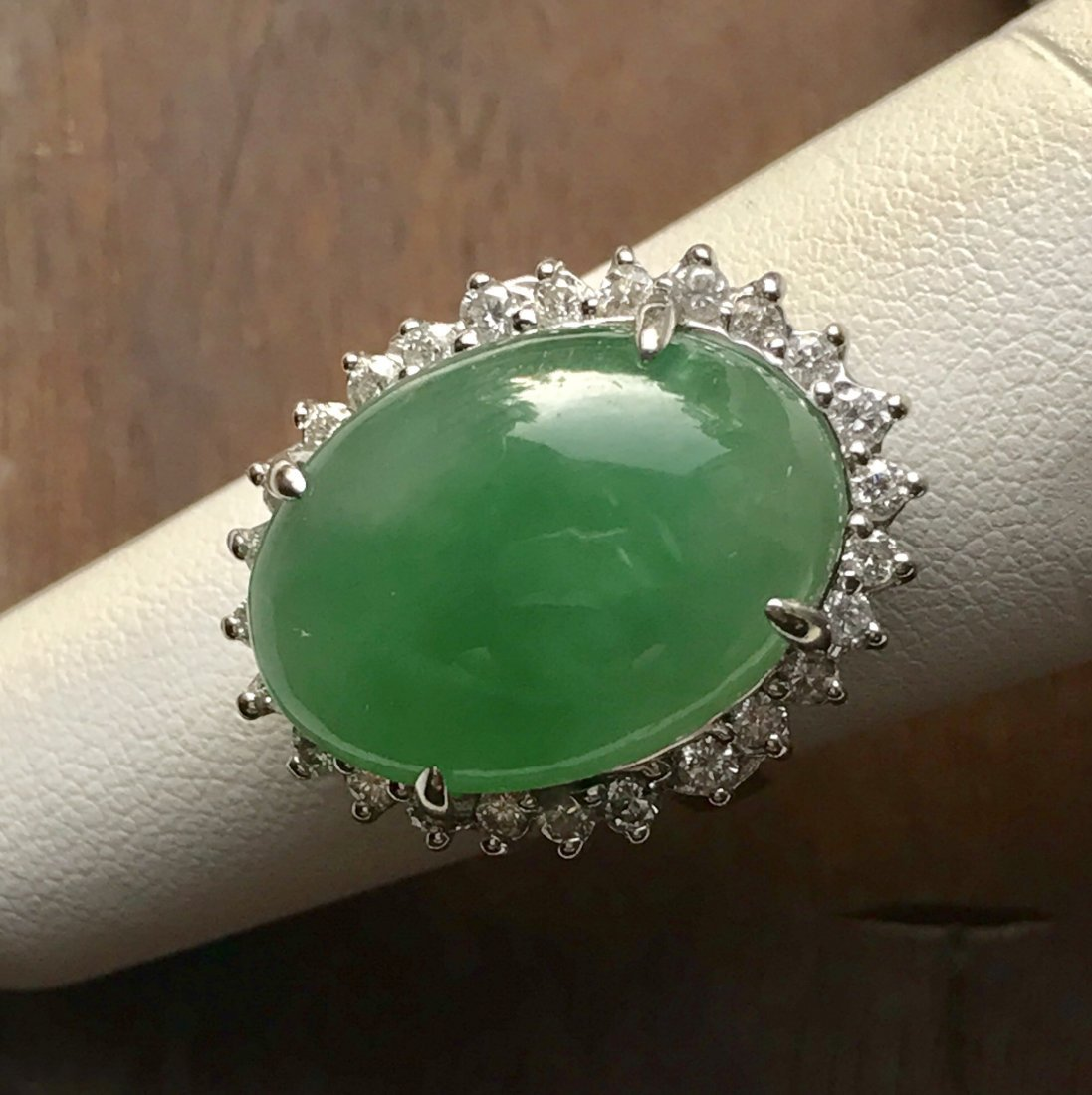 A jadeite and diamon ring - 2