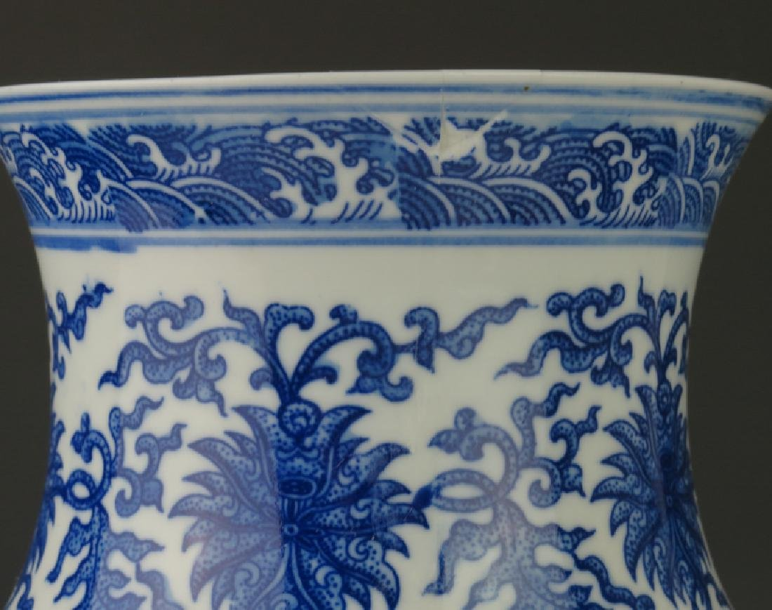 A blue and white and famille-rose vase - 10