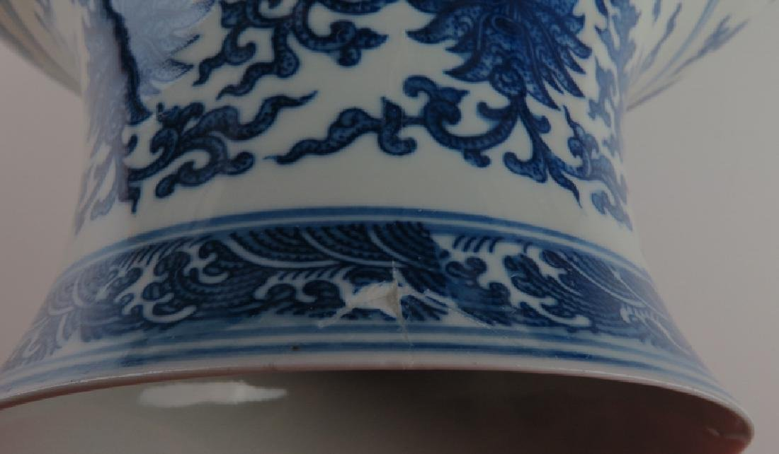 A blue and white and famille-rose vase - 2