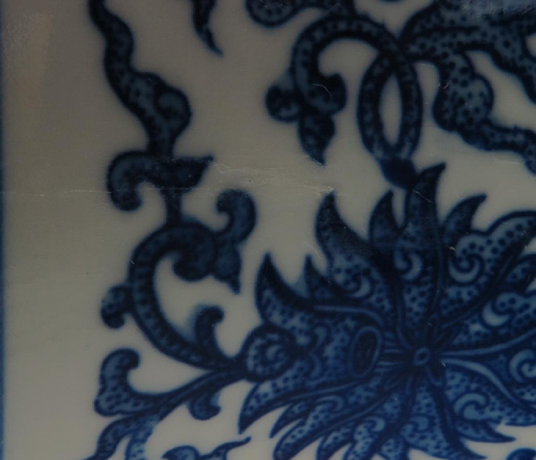 A blue and white and famille-rose vase - 3