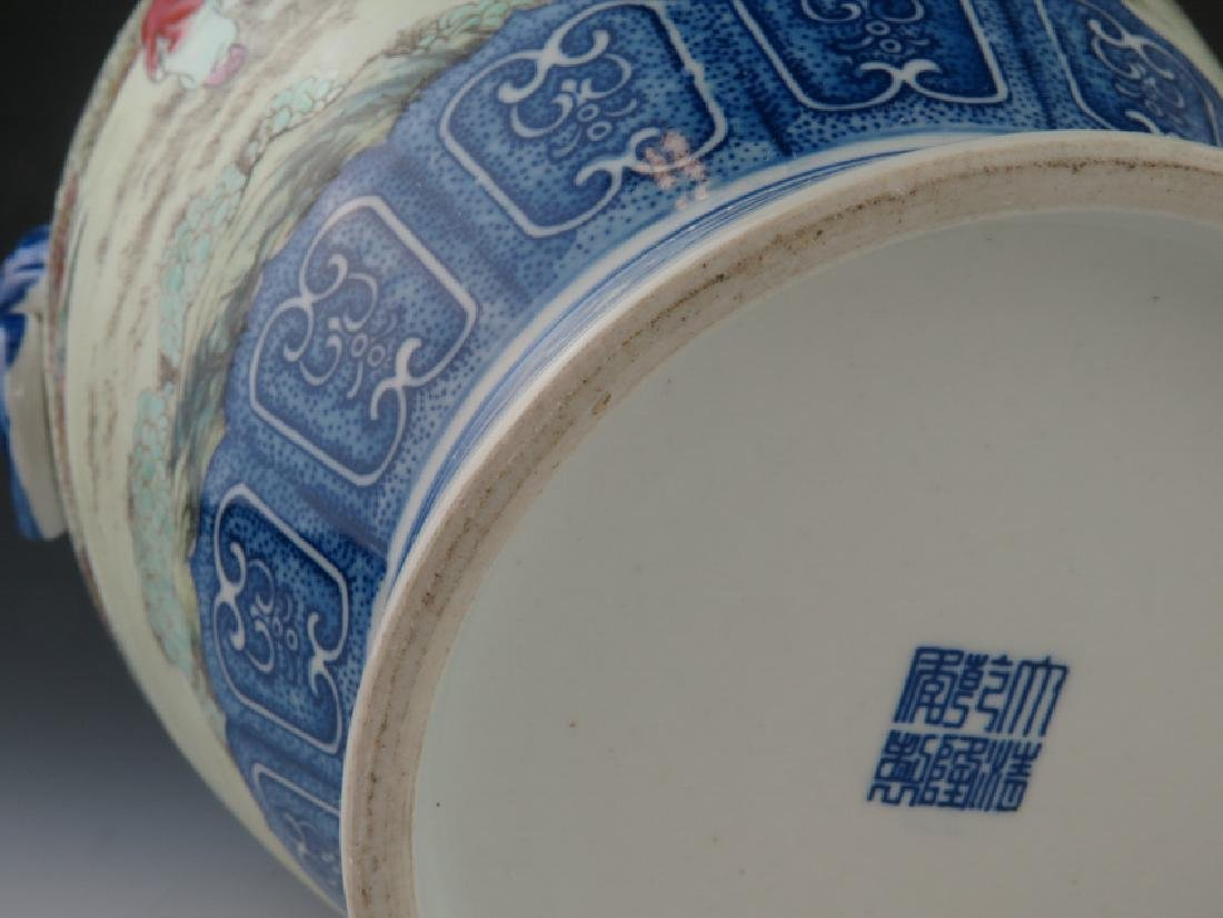 A blue and white and famille-rose vase - 8
