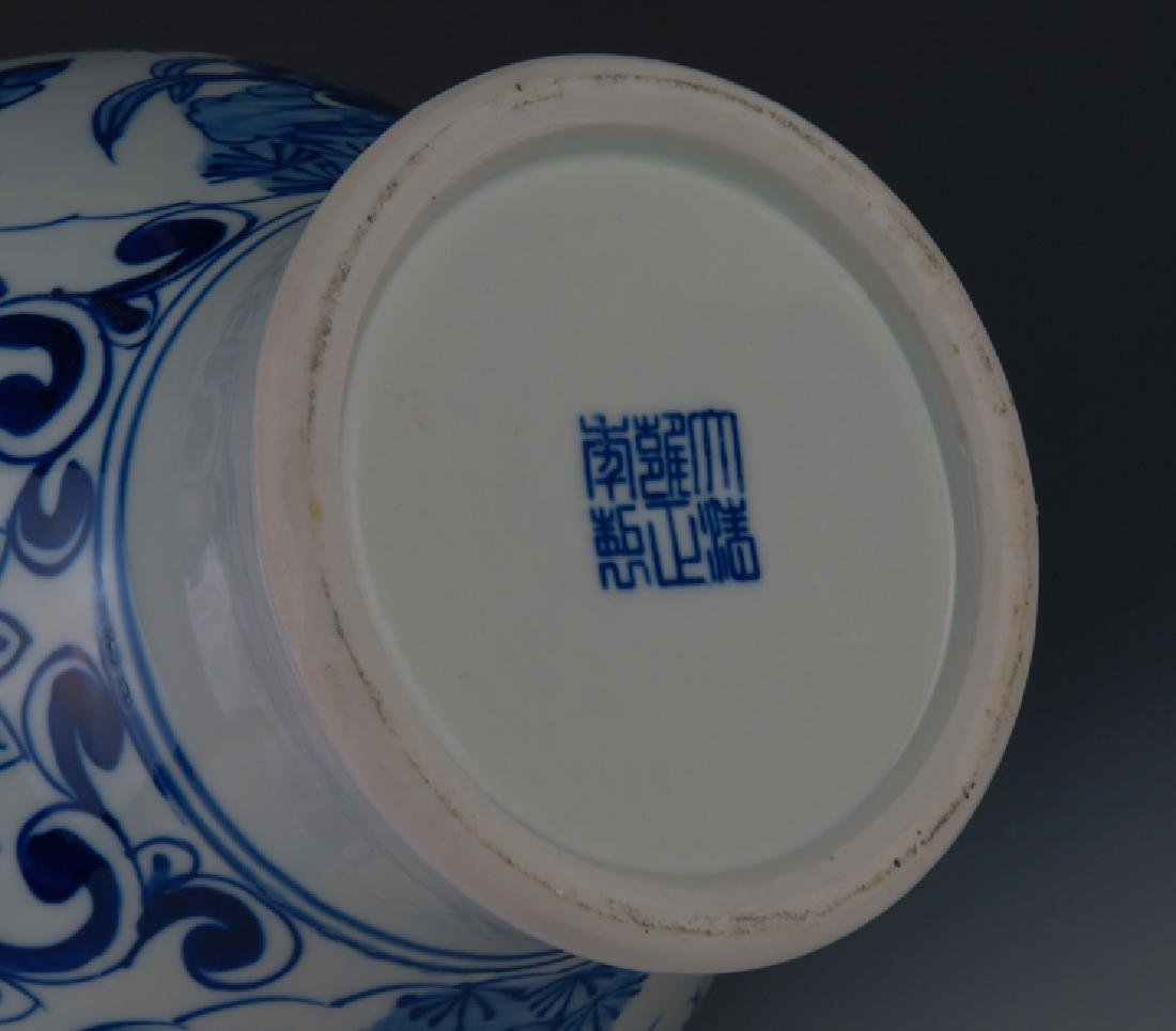 A blue and white vase - 10