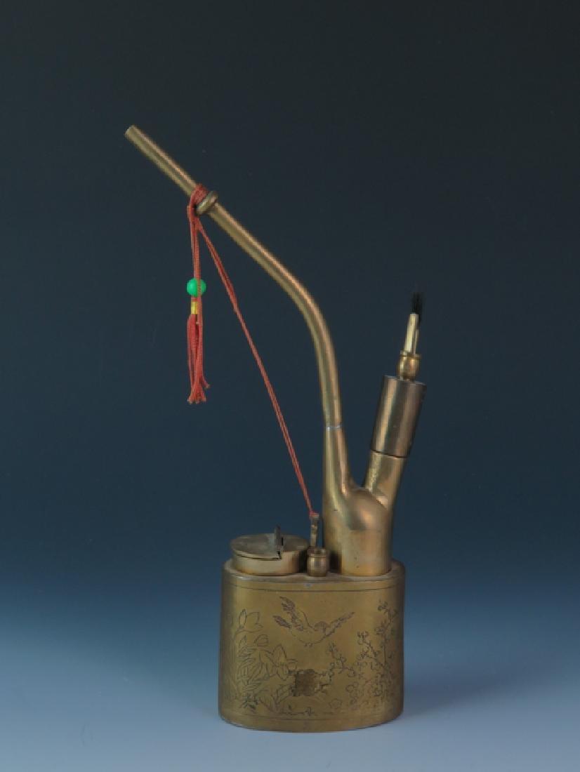 A bronze cigarette pipe