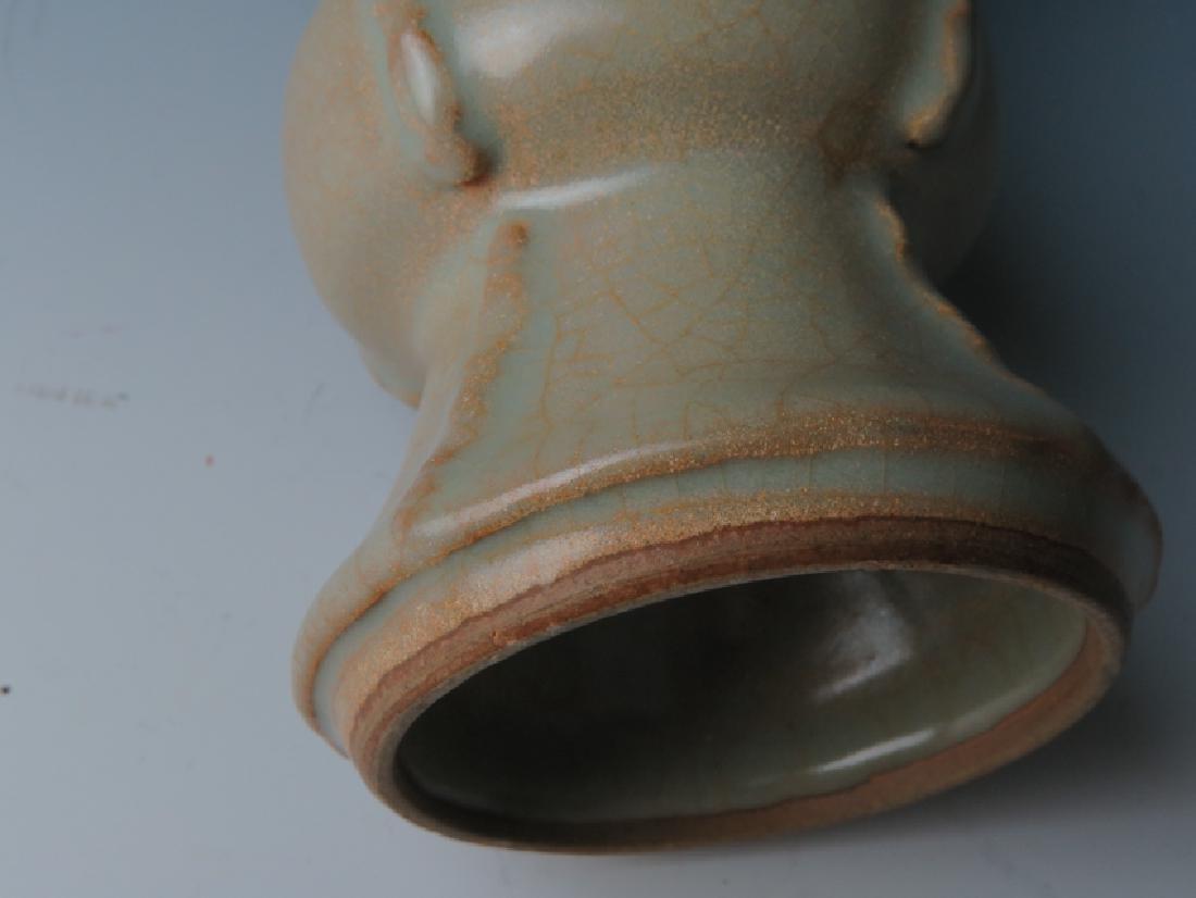 A Guan type vase - 9
