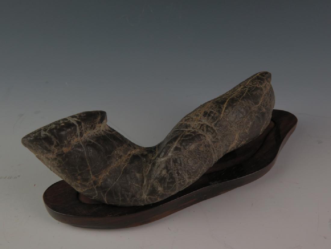 Lingbi stone and sitting - 3