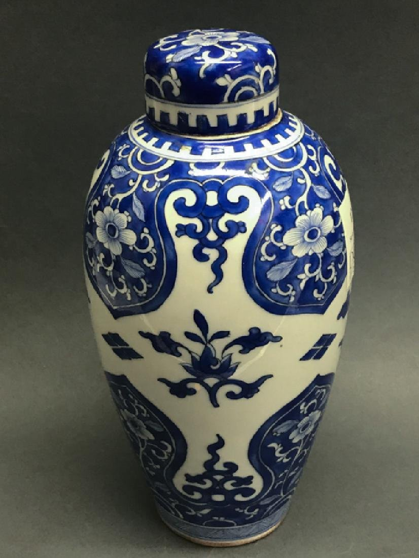 Chinese Blue and White Cover Vase
