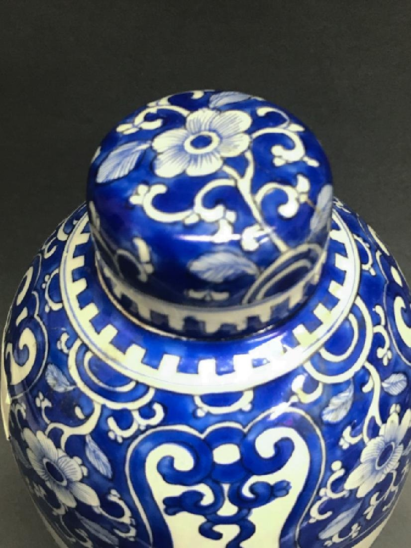 Chinese Blue and White Cover Vase - 2