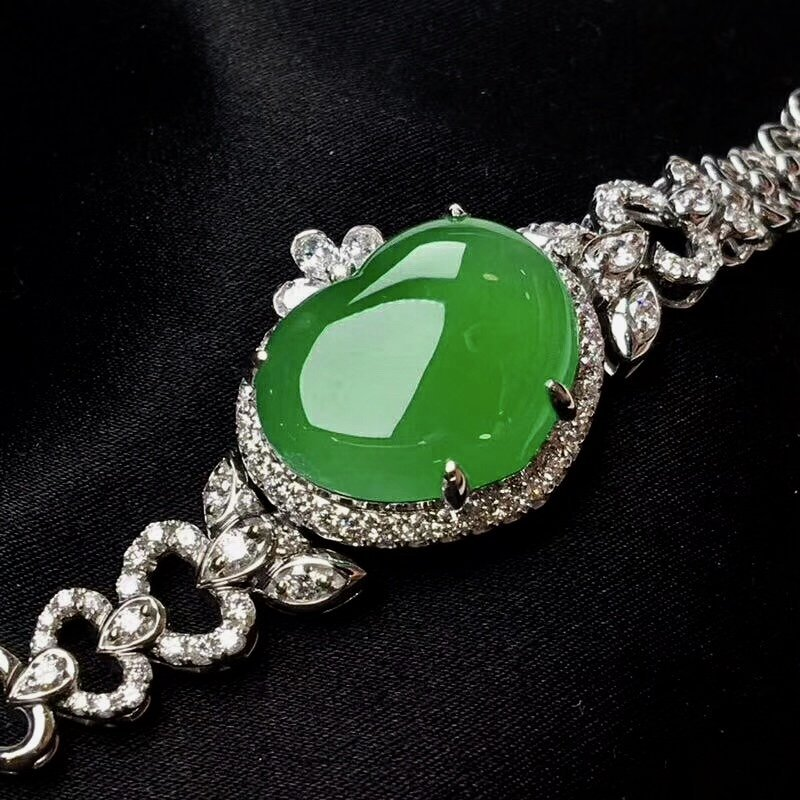 Jade bracelet with white gold and diamonds