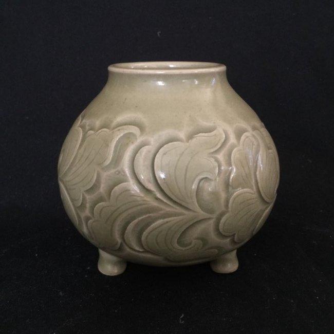 A Chinese yu zhou ware tripod cup