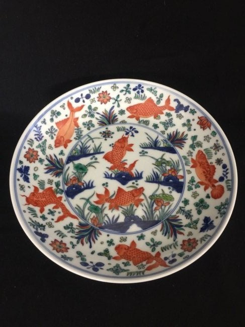 A Chinese porcelain of wu cai charger