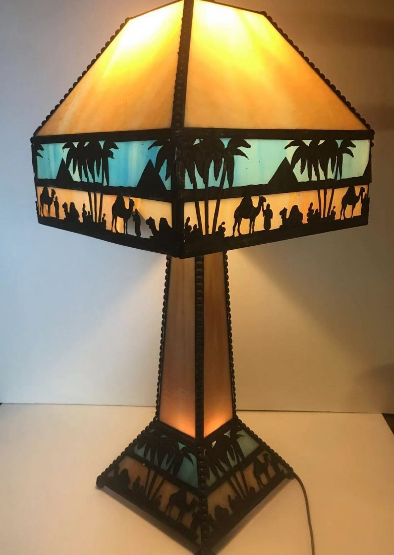 A vantage Tiffiny table lamp