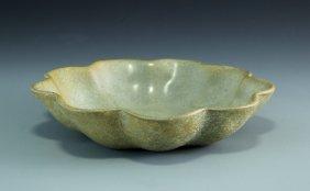 A Song Guan-type Flower Shape Dish
