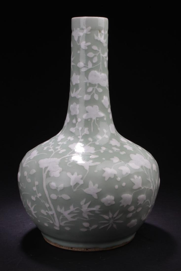 A Flower-filled Chinese Estate Porcelain Vase - 3