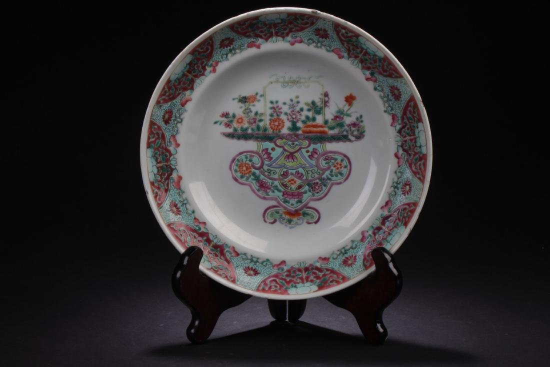 An Estate Chinese Flower-decorating Estate Plate