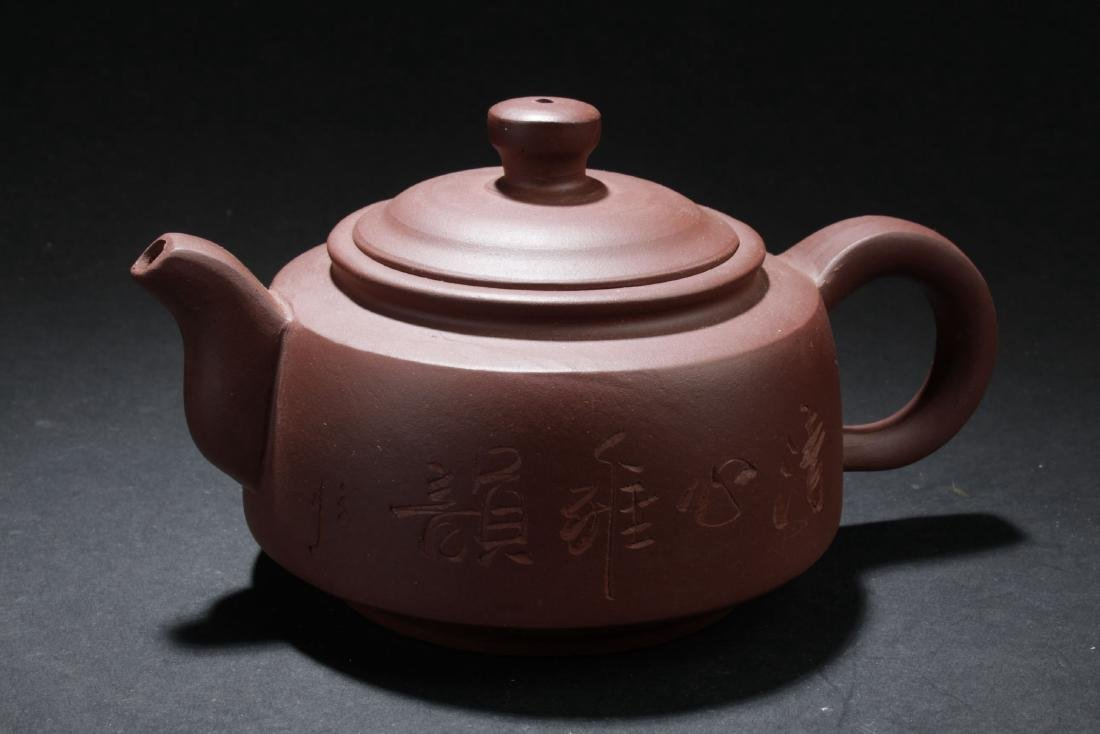 A Round Chinese Circular-lid Tea Pot