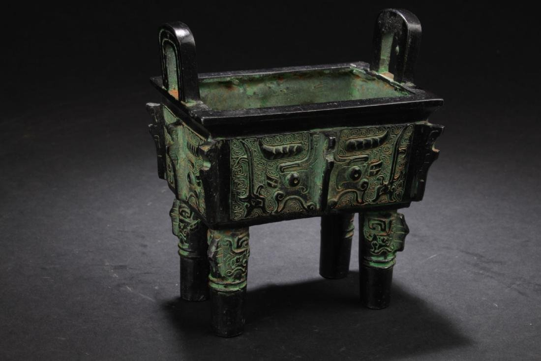 A Chinese Bronze Vessel Display