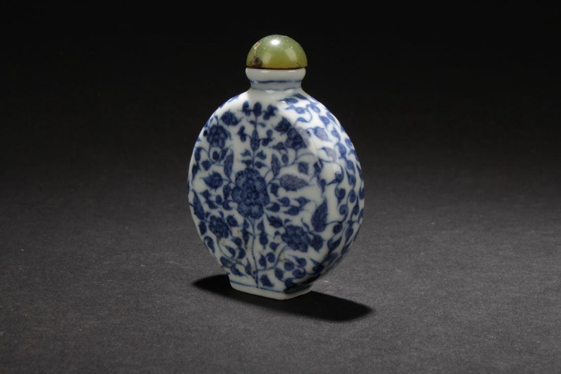 A Chinese Blue Estate Snuff Bottle - 2