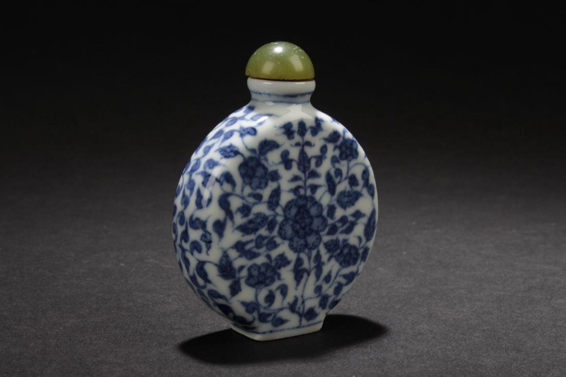 A Chinese Blue Estate Snuff Bottle - 3