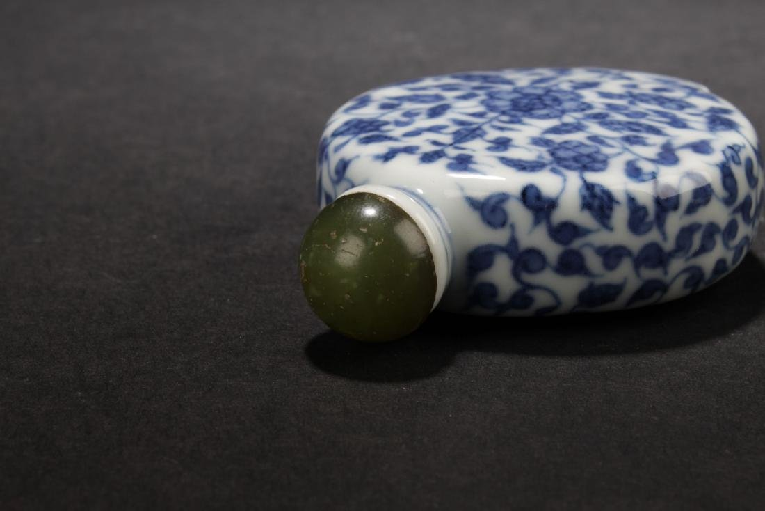 A Chinese Blue Estate Snuff Bottle - 4