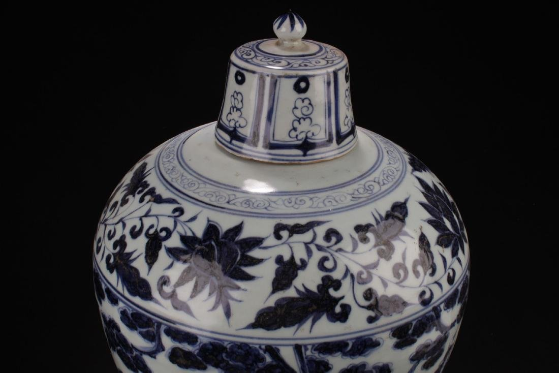An Estate Chinese Blue and White Porcelain Vase - 5