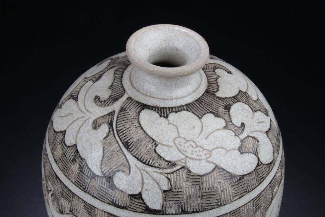 A Chinese Ancient-decorating Porcelain Vase - 2