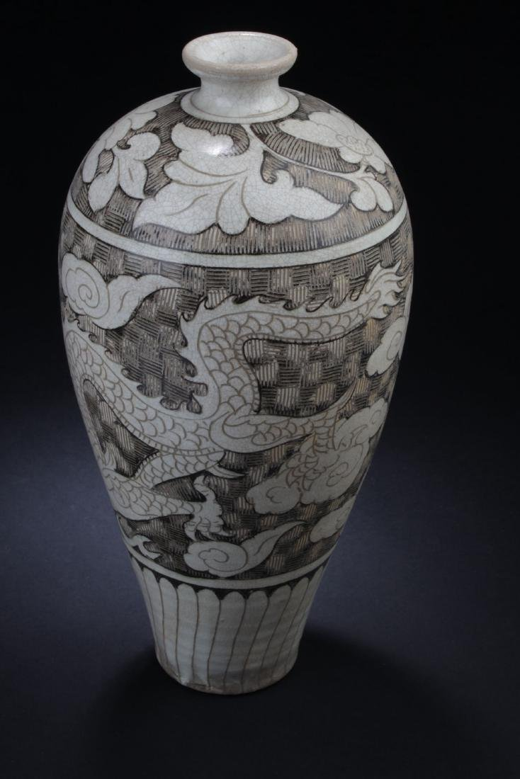 A Chinese Ancient-decorating Porcelain Vase - 4