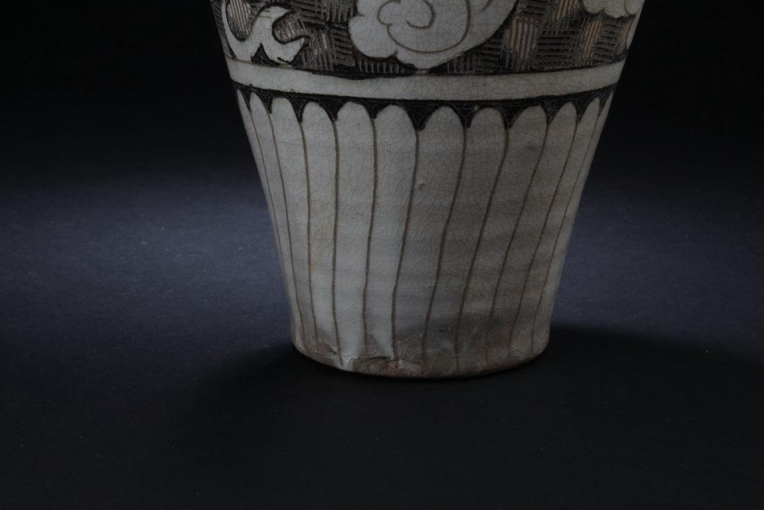 A Chinese Ancient-decorating Porcelain Vase - 5
